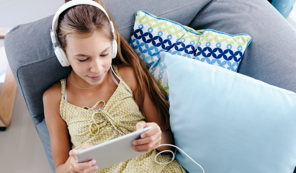 Streaming theatrical performances for middle school audiences